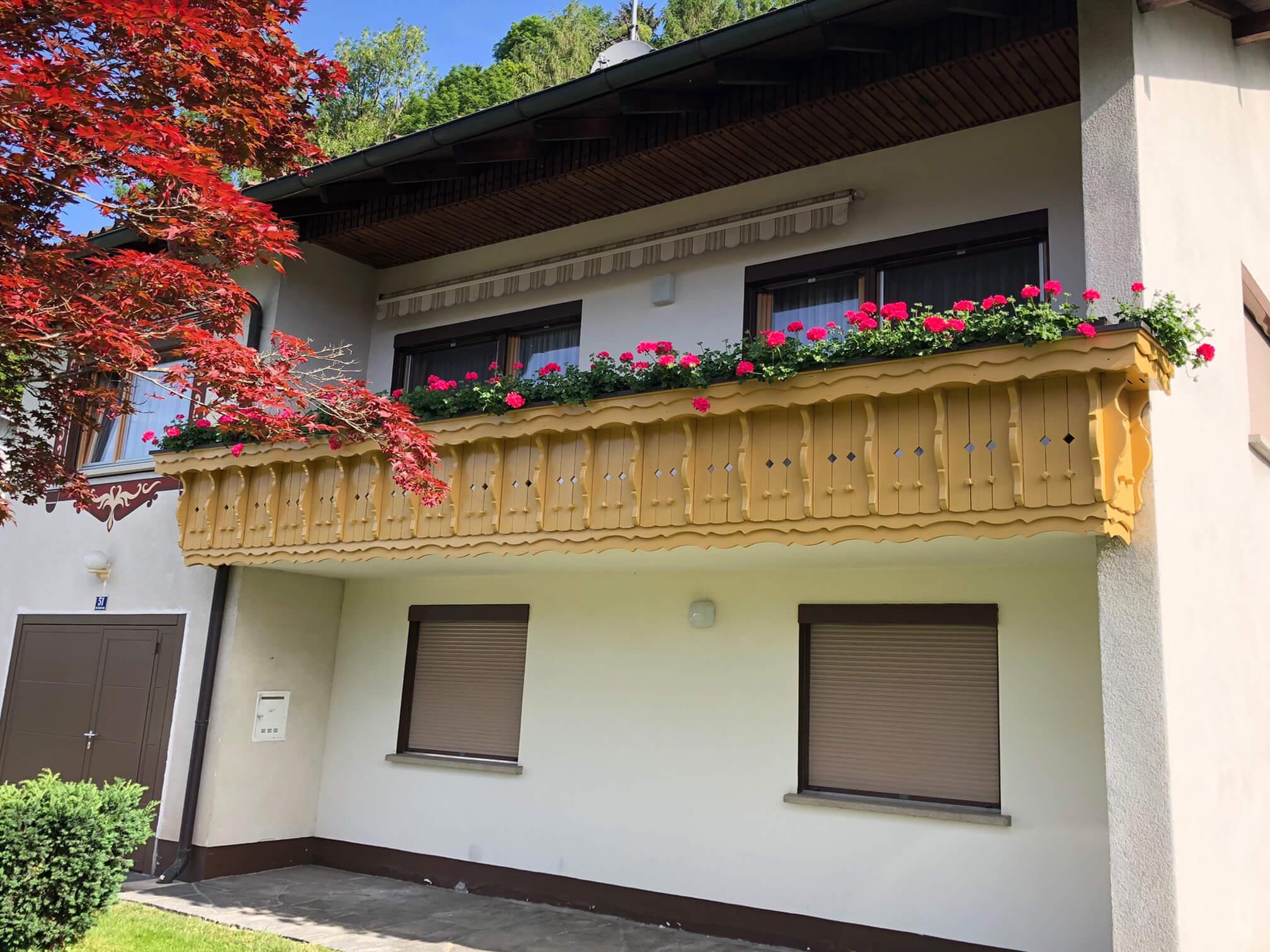 Maler-Werner-Juen-Malermeisterbetrieb-Vorarlberg-Fassadenanstrich-Vergleich-nachher